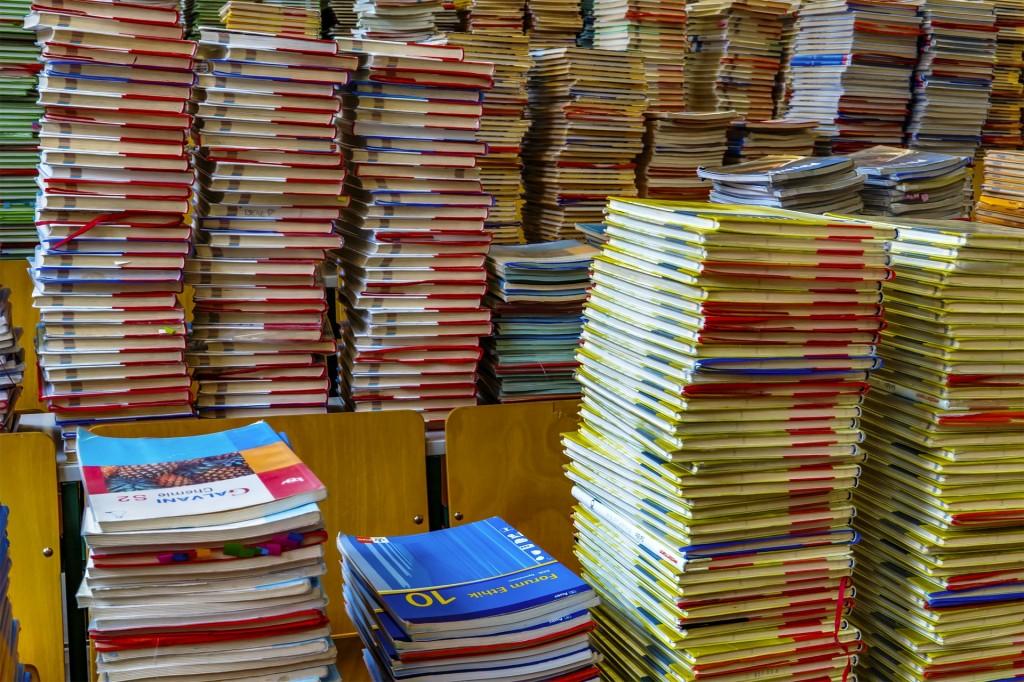 A stack of books / une pile de livres